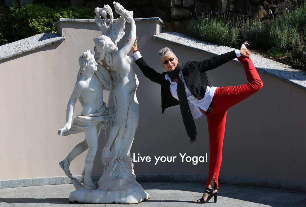 ©RGoellnitz_RoxAnn_Yoga_pose_at Casta Diva, Italy